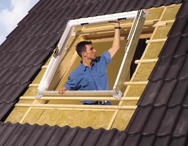 монтаж-окна-в-крышу